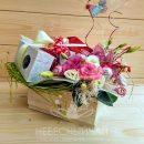 Подарочная коробка с чаем и живыми цветами
